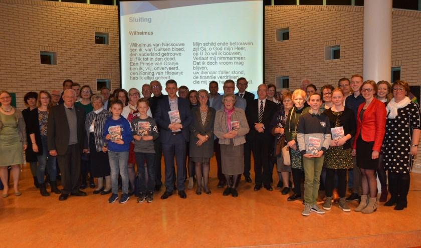 Na de presentatie gingen auteur, de familie Kok en andere personen die aan het boek hebben meegewerkt op de foto. (Foto's: Pieter Vane)