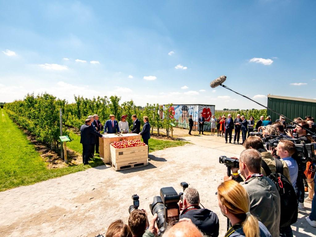 Het bezoek van het Koninklijk Paar aan FruitMasters trok de aandacht van veel media.  © DPG Media