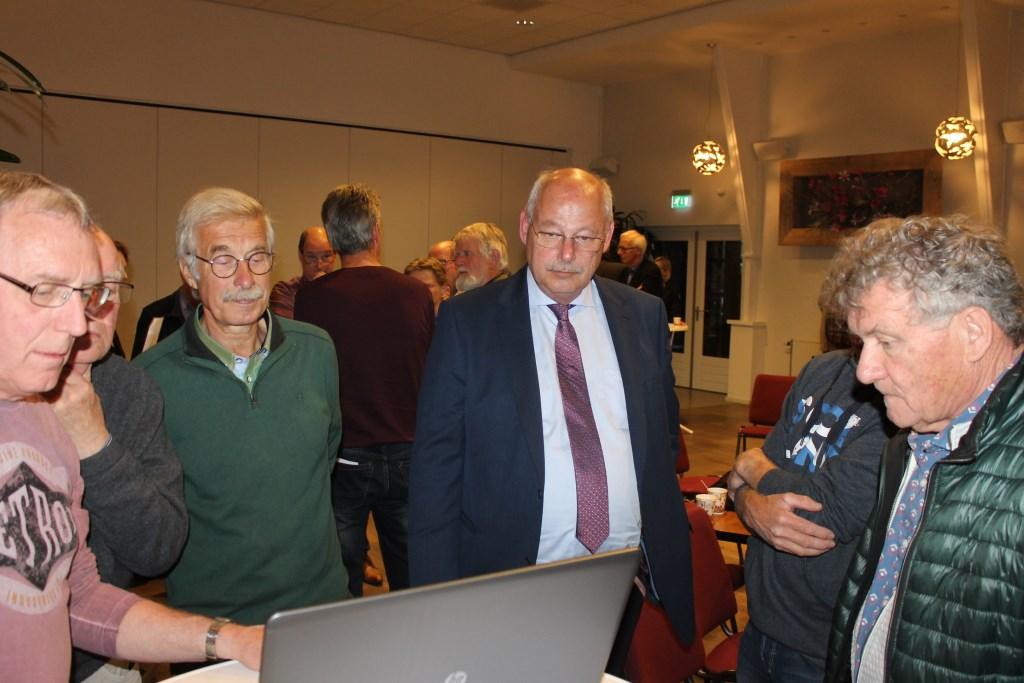 Overleg in groepen tijdens de avond van de Progressieve Partij over een energieneutrale toekomst. Foto: Leo van der Linde © DPG Media