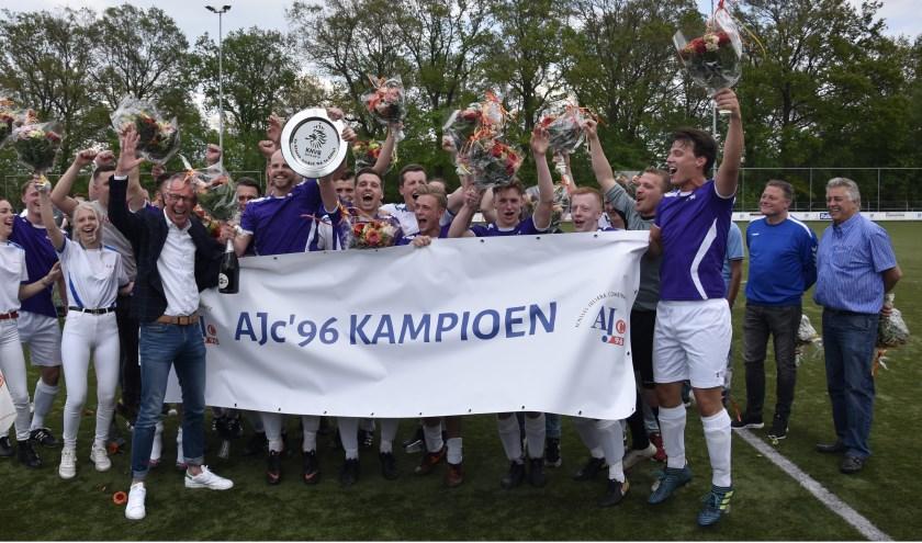 AJc was dit seizoen een klasse apart in de vierde klasse F. Volgend seizoen speelt AJc in de derde klasse. Foto: Marcel Jonker