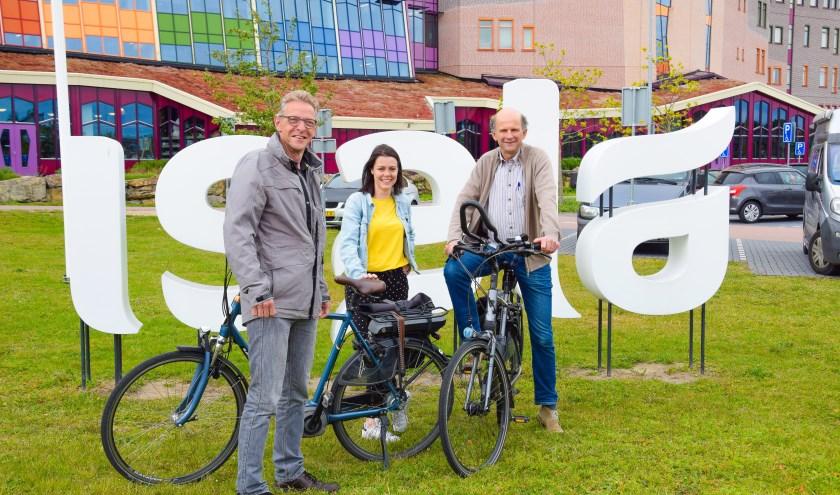 Henkjan ten Napel (links) enthousiasmeerde zijn Isala-collega Marjolijn Prins. Rechts: bedrijfsfysiotherapeut Peter van Hoof.
