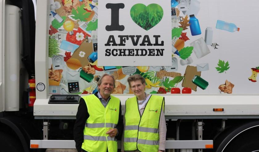 Scheidend directeur Jan Krapels en aantredend directeur Linda Boot.