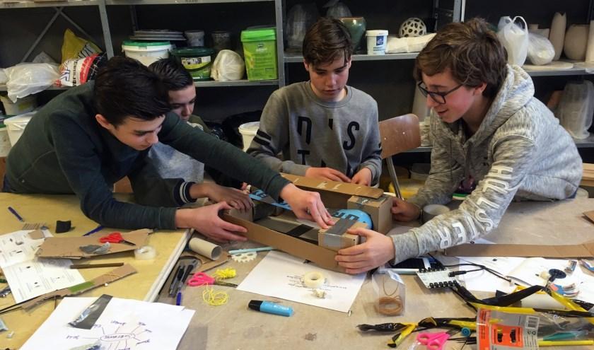 """Build Your Own Robot. """"Als kinderen samenwerken, leren ze nog meer."""""""