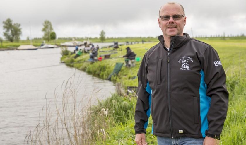 """""""Onze viswateren zijn zeker vanwege de karper heel populair"""", zegt voorzitter René van der Linden. Foto: Jasmijn Stikvoort Photography"""