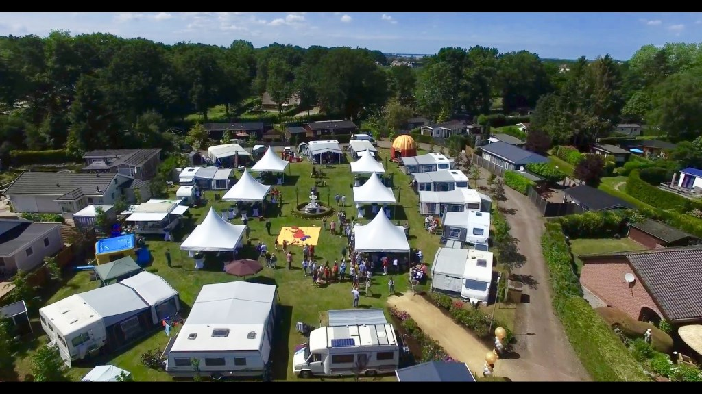 Luchtfoto van het feest  Foto: Joep van Zandfoort  © DPG Media