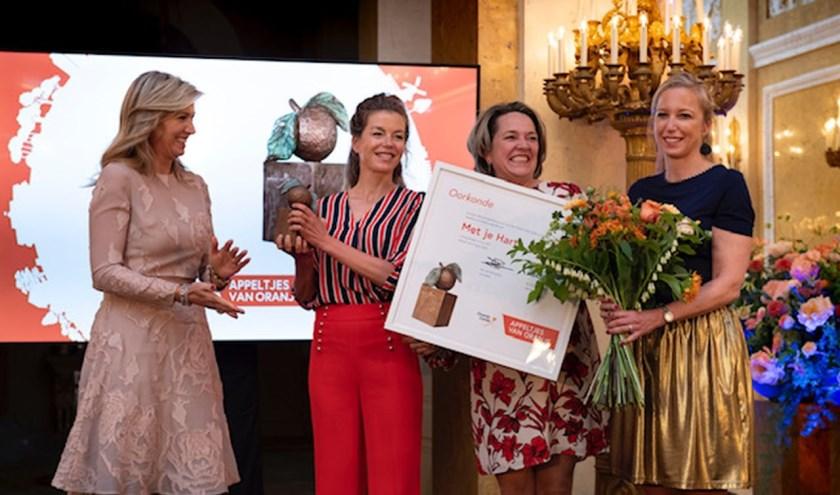 De uitreiking van het Appeltje van Oranje door Koningin Maxima aan Stichting Met je Hart.