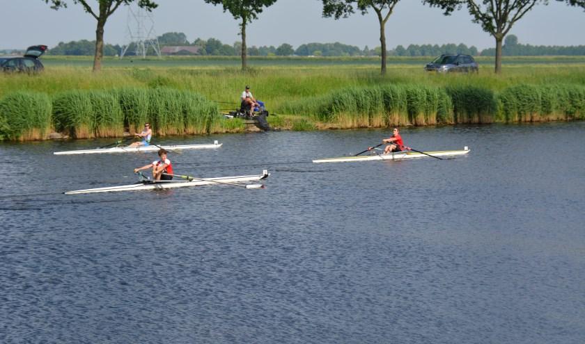 Roeien is een sport die geschikt is voor mensen van alle leeftijden, van 10 tot boven de 70 jaar (foto: Roeland van der Velde)