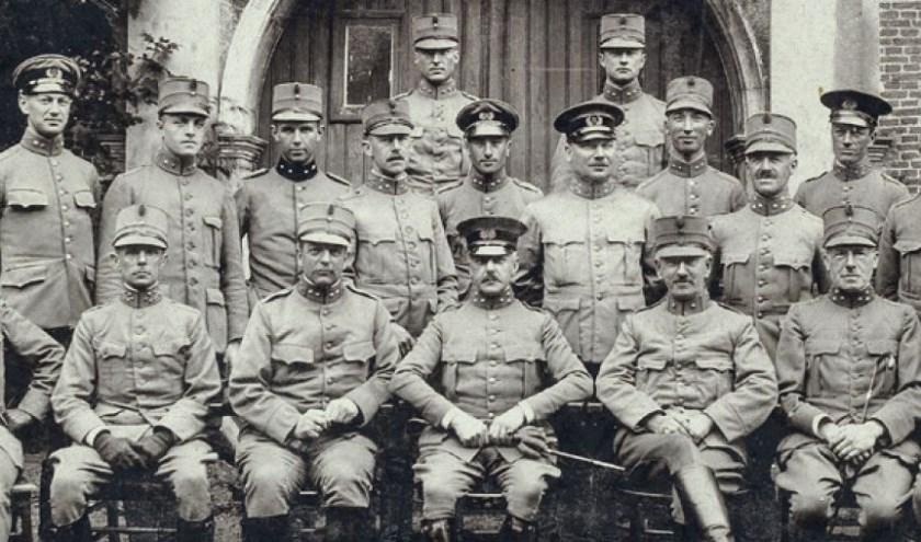 Deze foto siert de voorkant van het 71e jaarboek van de geschiedkundige vereniging 'De Oranjeboom', dat op woensdag 15 mei gepresenteerd zal worden. Hoofdthema is Breda en haar militairen in de 19e en 20e eeuw.
