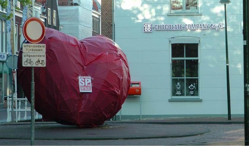Kunstwerk: Het blauwe hart. Kunstenaar: Marcel Smink. Locatie: OudeLangendijk.