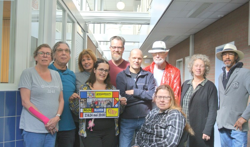 Met het stuk: B(L)IJ BLIJVEN. staat Wijktheatergroep Spijkenisse Zuid-West op 23 en 24 mei a.s. in Theater de Stoep.