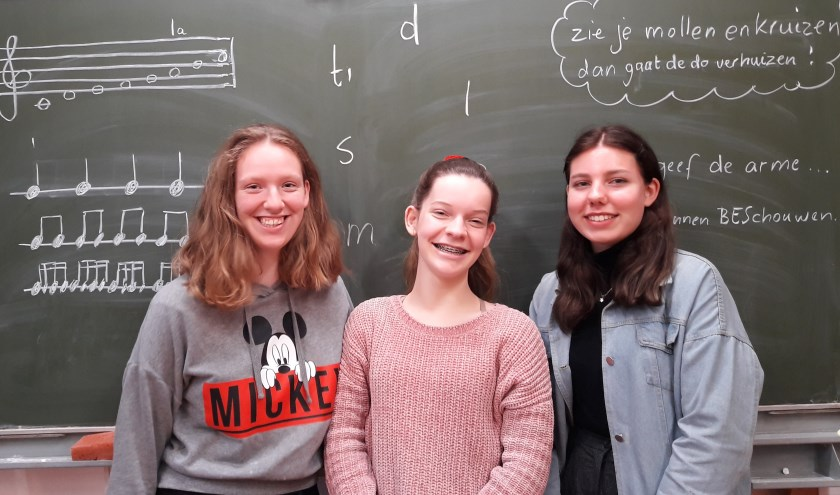 De drie Bennekomse meiden van het tienerkoor van de Koorschool, v.l.n.r. Marlijn Beukema, Daniëlle Kok en Nynke van der Veer.