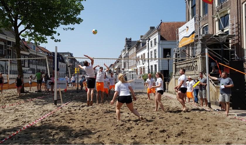 Op 9 en 10 juni, het pinksterweekend, vindt ook dit jaar weer Bommel Beach plaats. Inschrijven kan vanaf 11 april via de website van volleybalvereniging Phoenix.