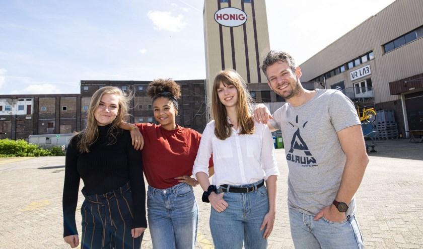 Sam, Terna, Loes en Pepijn (v.l.n.r.) verzorgen samen met de deelnemers van de Start Academy het Get Up Festival.
