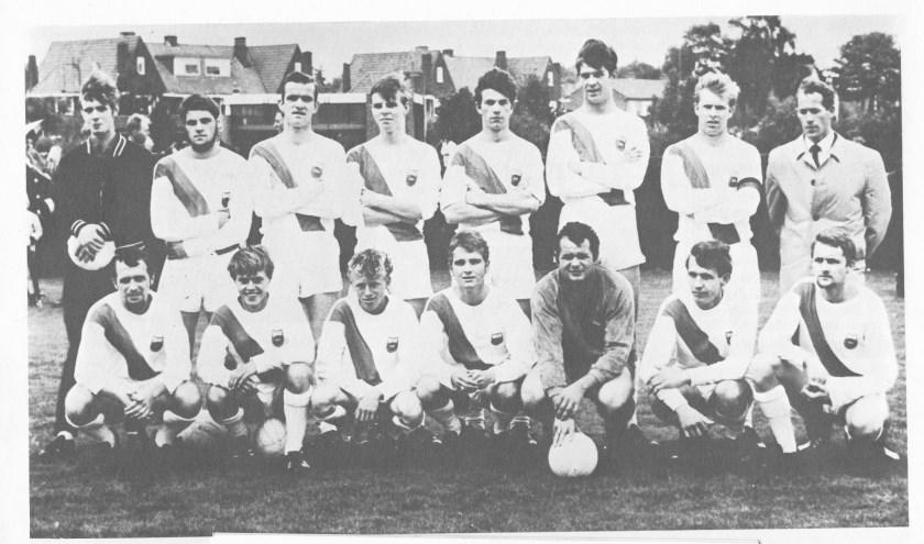 Een foto van het 1e elftal uit 1968.