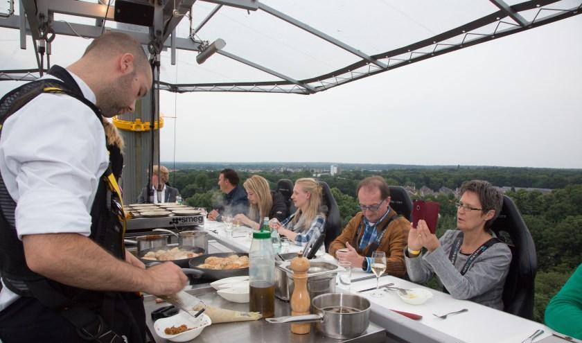 Dineren op 50 meter hoogte met een fantastisch uitzicht over de Veluwe.
