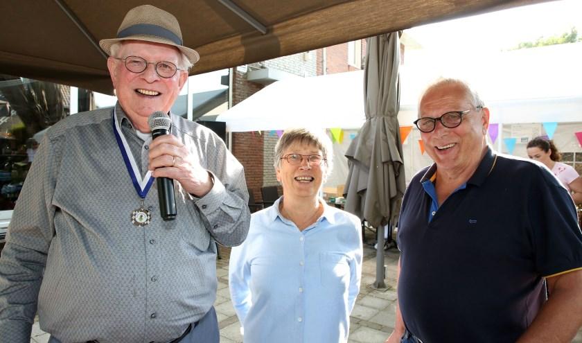 vlnr, Jan van den Braak, Henriette Vriend en Jan van Zon, de initiatiefnemers van de eerste wandelvierdaagse.