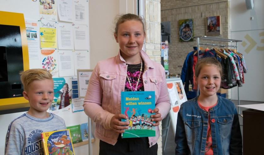 Kinderburgemeester met twee deelnemers van de Kinderjury