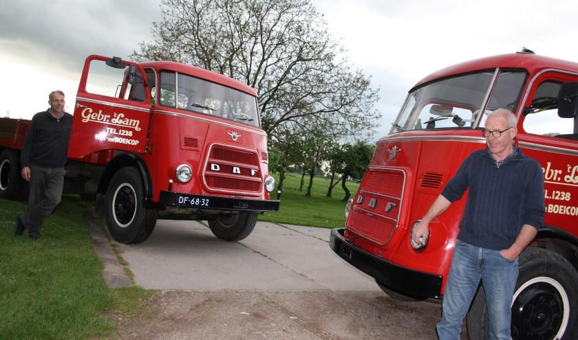 Gebroeders 't Lam zijn tijdens de oldtimerrit in Lexmond en Vianen weer te zien met hun rode Daf. Foto: Mieneke Lever-van Dieren