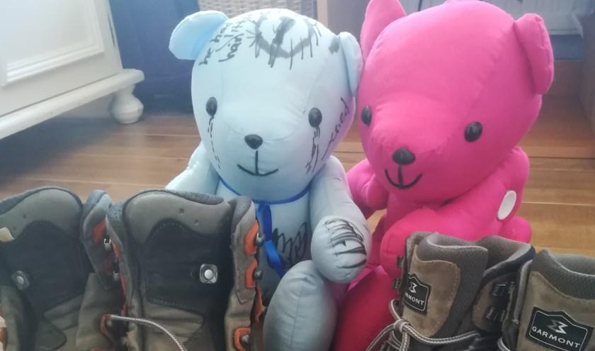 Onze wandelschoenen en orginele Bobbi Bears