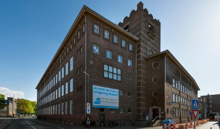Ook in het naast de nieuwe Houtmarkt gelegen voormalige KPN-pand komen straks twee grote winkels en horeca.