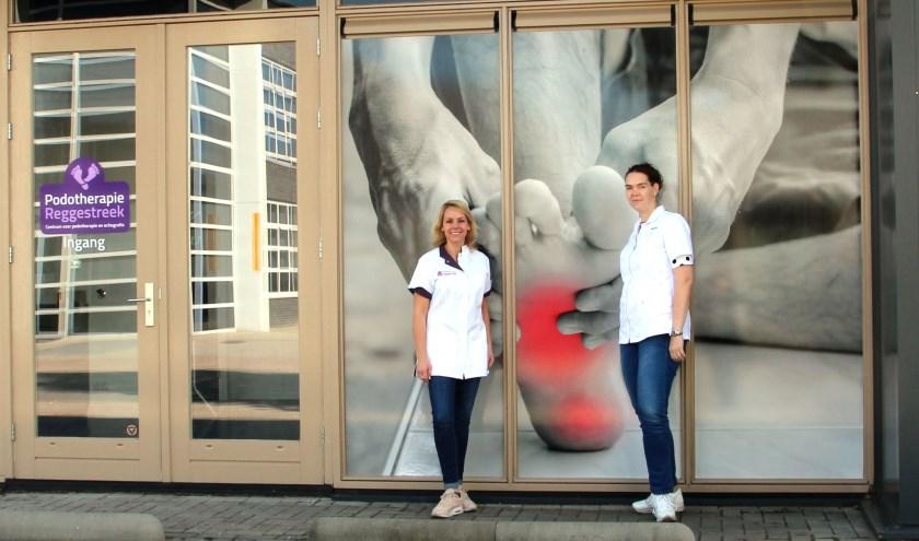 """Binnen onze nieuwe hoofdlocatie kunnen wij nog betere zorg bieden door met de nieuwste behandeltechnieken te werken, zoals echografie,"""" vertellen podotherapeuten Maureen ten Hag en Linda Ehrenhard."""