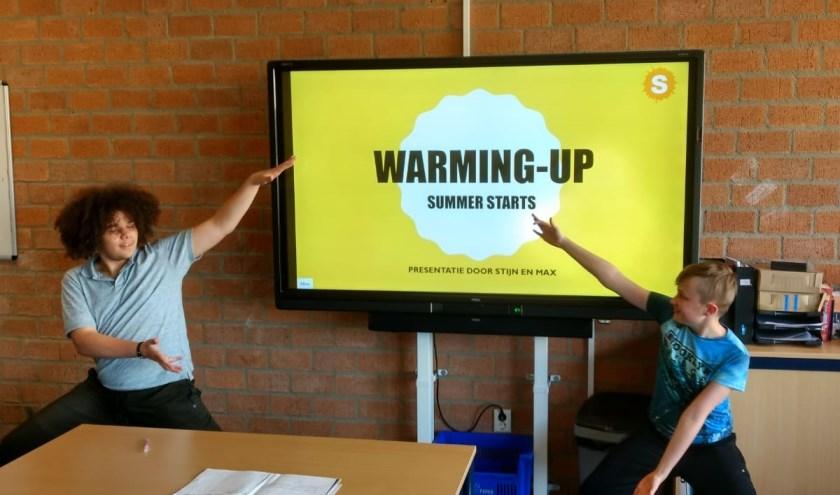 Twee leerlingen presenteren hun plannen