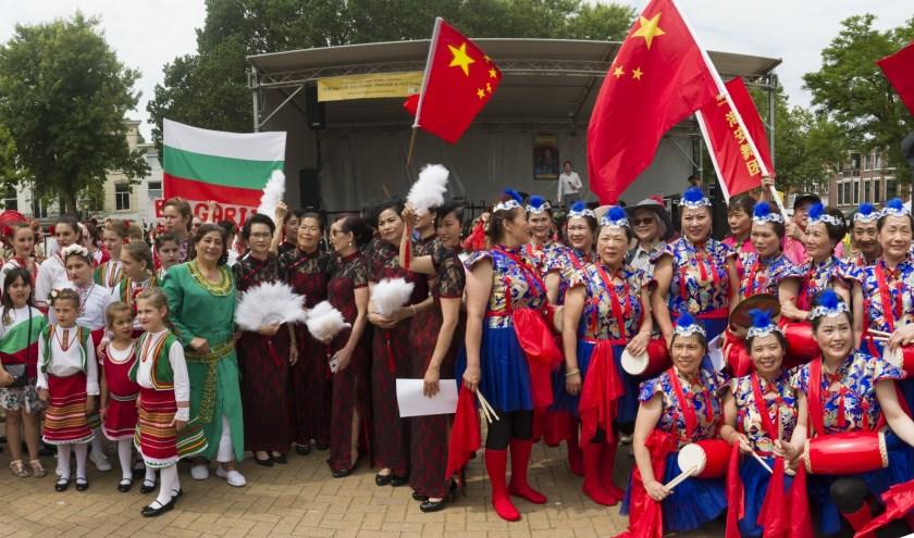 Deelnemers aan de parade van The Hague Cultural Parade. De organisatie zoekt deelnemers en vrijwilligers.