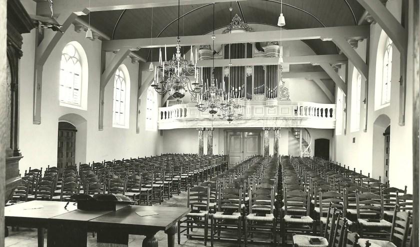 Interieur Dorpskerk met orgel