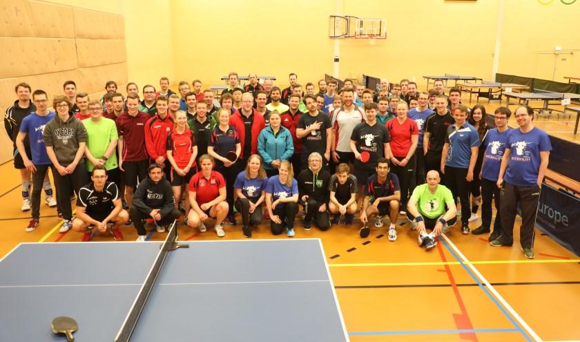 Groepsfoto van de deelnemers. (Foto: Peter Aragon).