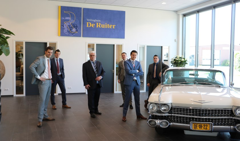 De familie De Ruiter bijeen in het Veilinghuis. In het midden grondlegger Jaap de Ruiter. (foto: pr)
