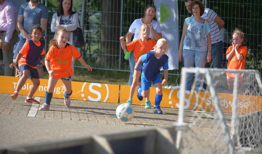 Aan het het Rotary Streetsoccertournooi doen liefst zestienhonderd kinderen mee.