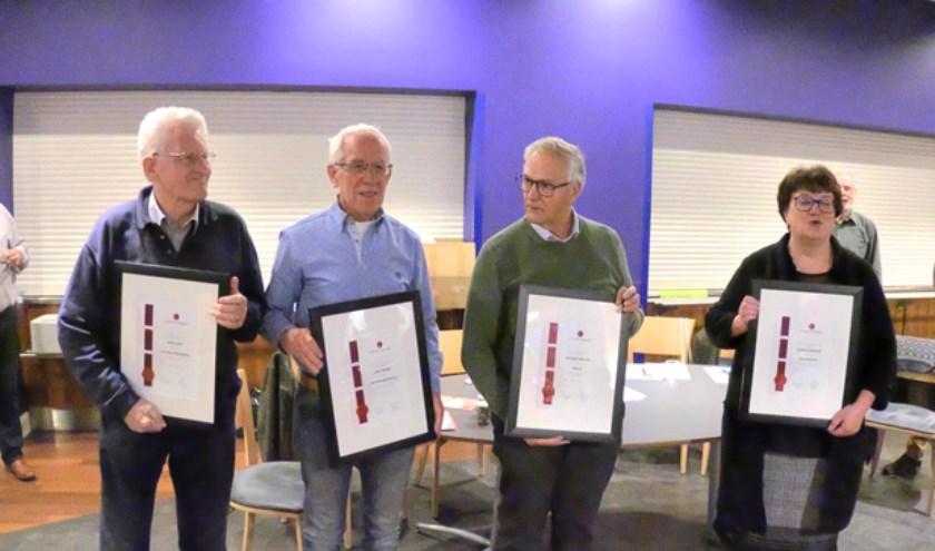 Tijdens de jaarvergadering van het Veldhovens Mannenkoor, is stilgestaan bij een aantal eervolle gelegenheden. FOTO: VMK.