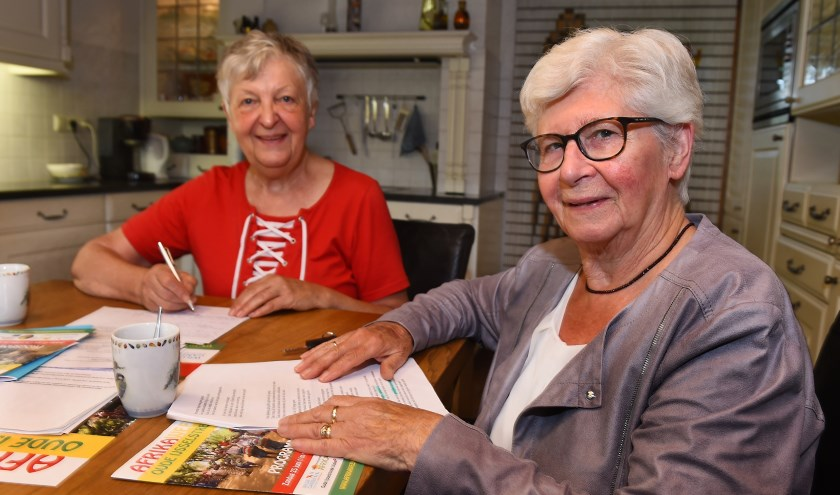 Hannie Jolink (links) en Ton ter Heerdt. (foto: Roel Kleinpenning)