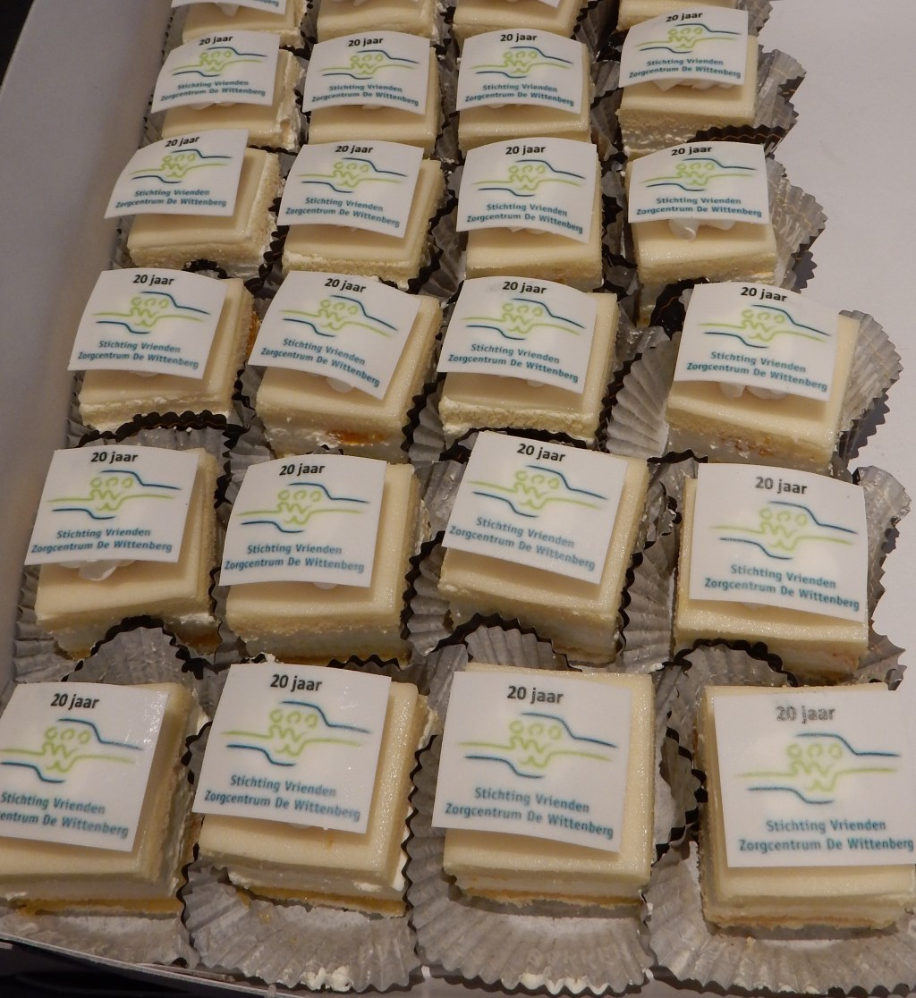 gebak met logo Vriendenstichting Foto: Meta van Bergeijk-van Kuilenburg © DPG Media