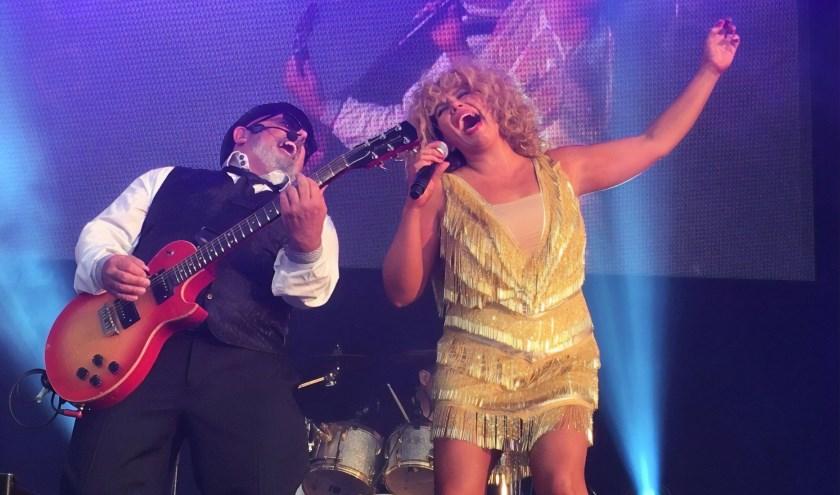 Justine Riddoch is Totally Tina en brengt een complete, spetterende show, een avond met de grootste hits van Tina Turner en tal van spannende kostuums.