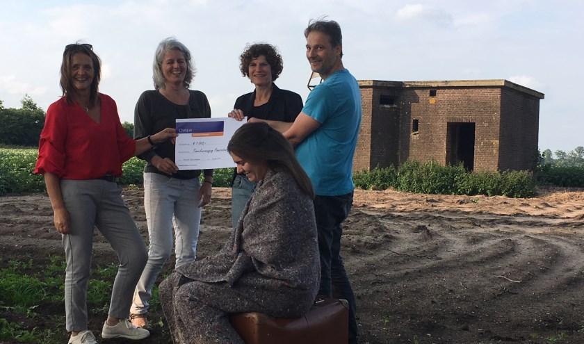 Jacqueline Vermeulen en Gerrie Willems van Rabobank de Kempen, Lian Claassen, Hans Maas en Lieke Kennis van St. Pancratius
