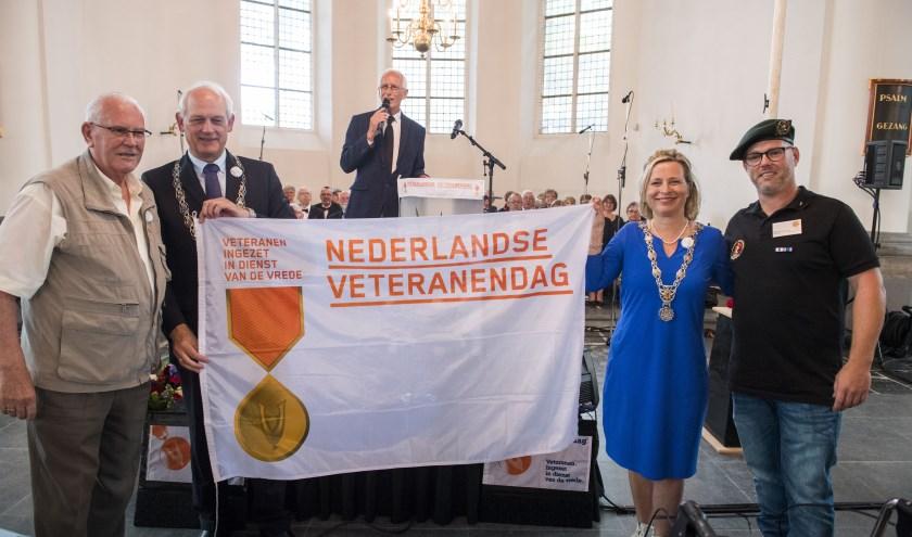 Burgemeester Cor Lamers opende vorig jaar samen met burgemeester Annemiek Jetten de veteranendag in de Grote Kerk in Vlaardingen.