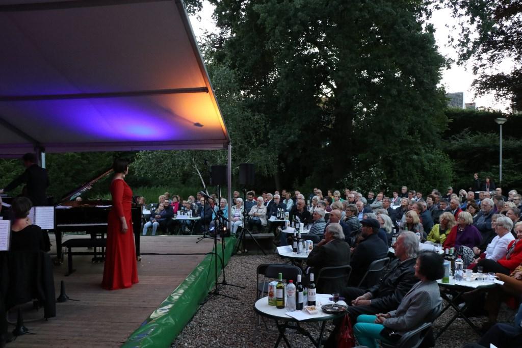 Het publiek genoot van het optreden sopraan Anneke Luyten. Foto: Jeroen van Zomeren © DPG Media