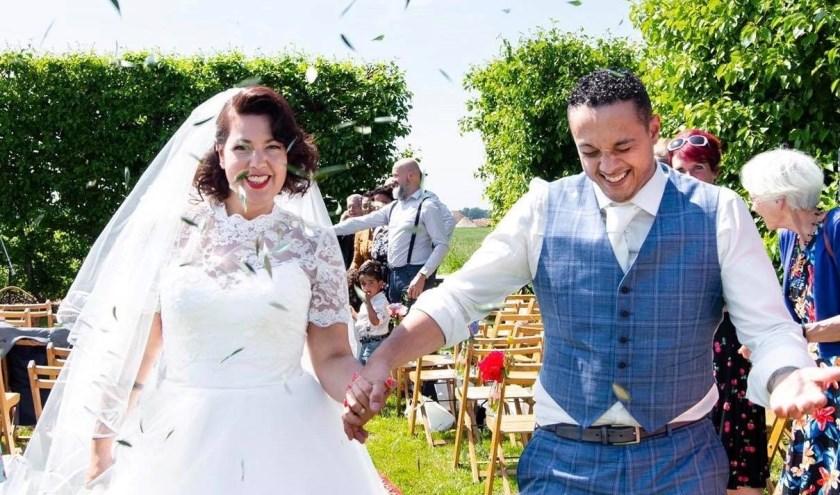 Monique de Goede en Zehher Khezam trouwden op 1 juni dit jaar op de wijnhoeve De Kleine Schorre in Dreischor. Het Nieuwerkerkse stel heeft twee zonen: Kenzo (5) en Logan (2).  FOTO: Rock n Row Photography.
