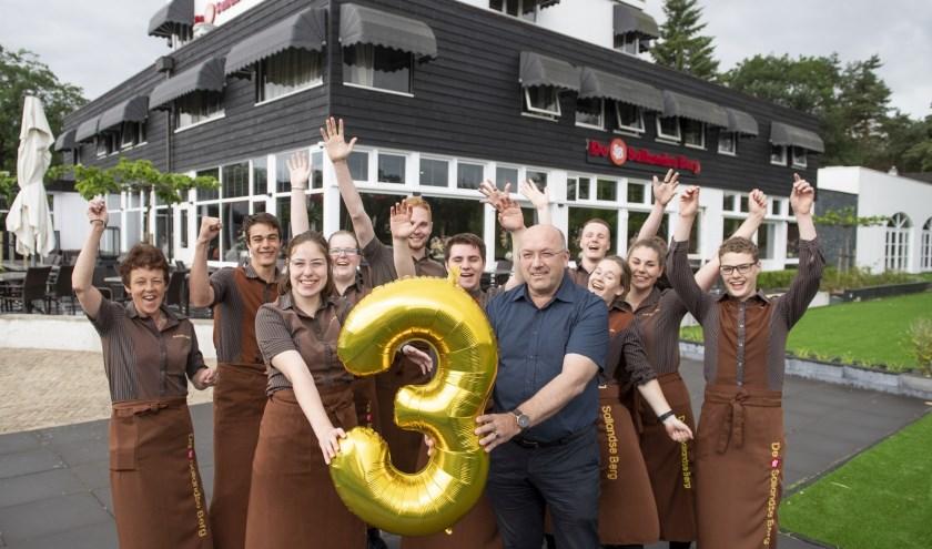 Restaurant De Sallandse Berg in Nijverdal bestaat drie jaar. Dat wordt natuurlijk gevierd. Foto: Lenneke Lingmont