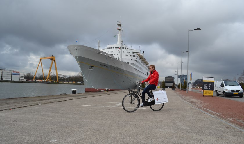 Bezorger bij SS Rotterdam.