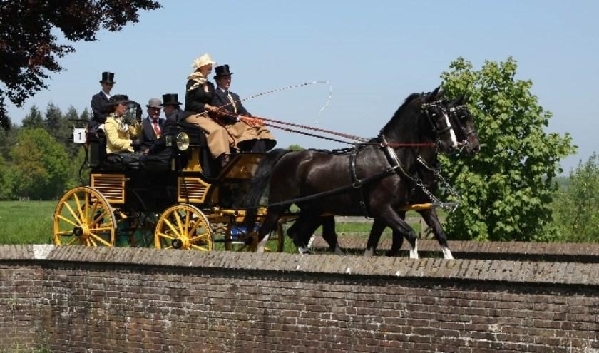 Tussen 17.00 en 18.00 uur is de aankomst van de koetsentocht, bij het Rijtuigenmuseum. Foto: Ger van Beek.