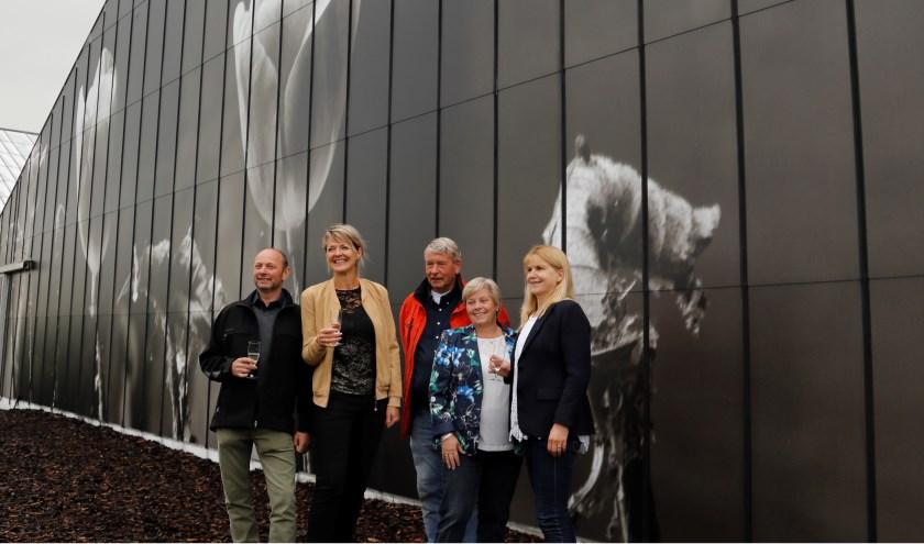 Deze vaartocht door de polders van Roelofarendsveen is met kunstfotografie van Erma Rotteveel nog aantrekkelijker gemaakt.