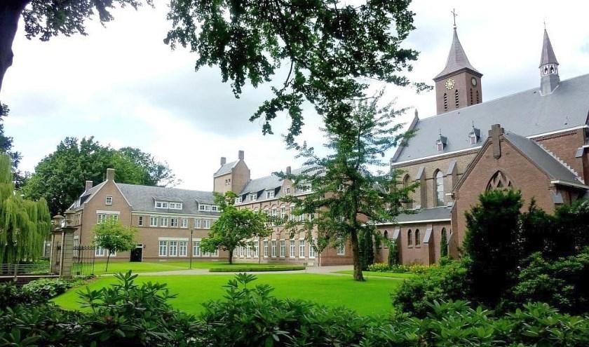 Het klooster in Denekamp is op 21 en 22 juni het decor van het kloosterweekend. Aanmelden kan nu.