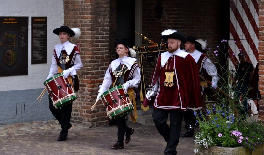 Het Broederschap St. Antoniusgilde is klaar voor de aanstaande kermis. (foto: Gerda Berendsen)