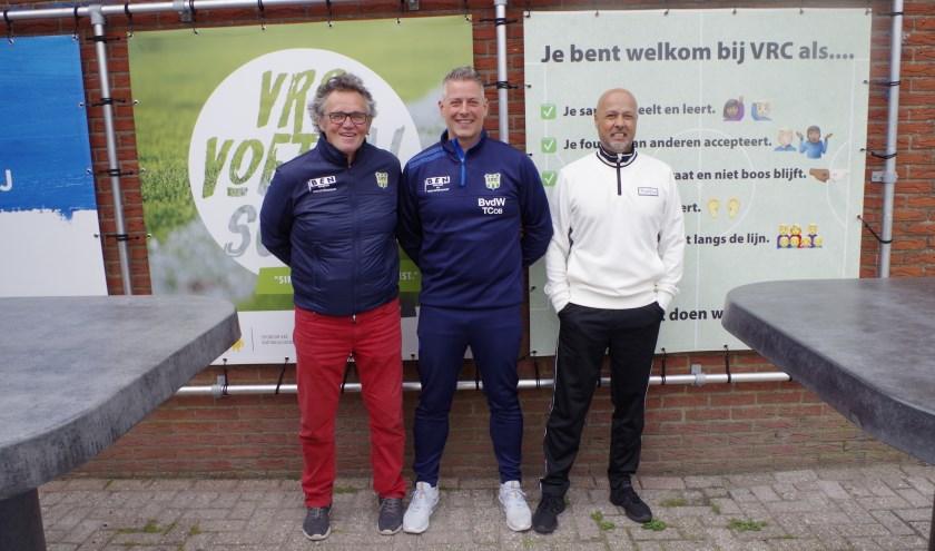 Bert van de Weerd, Jan Westerhof en Marcel Hofman zijn vrijwilligers die het bij VRC prima naar de zin hebben. Zij leiden de jeugd op of begeleiden het eerste en tweede elftal. (Foto: Co Keulstra)