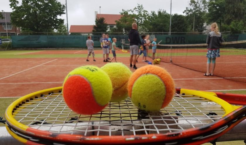 Enthousiaste leerlingen tijdens de tennisbattle Zutphen