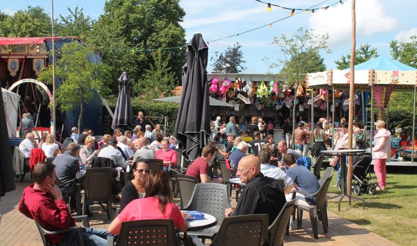 Het plein aan de Strijperstraat is het vertrouwde decor van de kermis in Leenderstrijp. Foto: Stichting Behoud Strijper Kermis