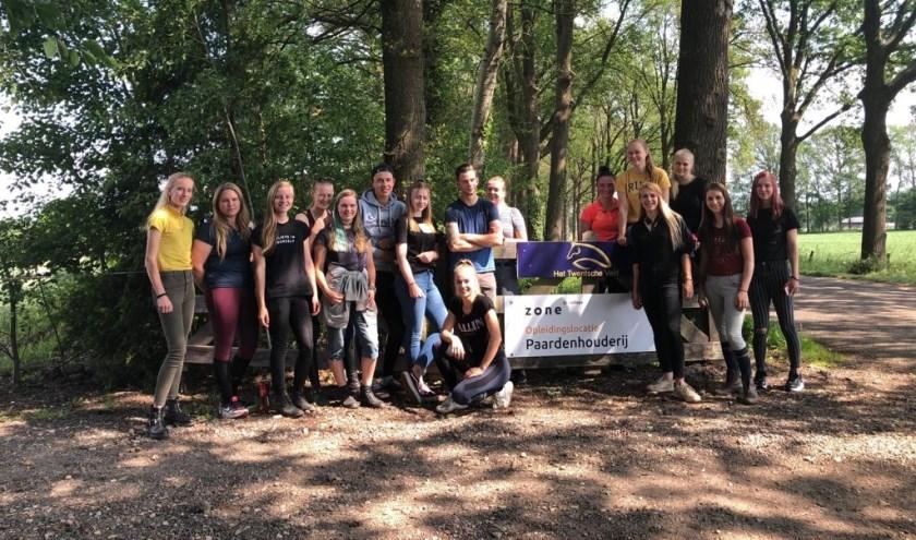 Studenten van het Zone College Almelo zijn de gastheren en -vrouwen van het tweedaagse concours bij manege Het Twentsche veld in Lonneker.