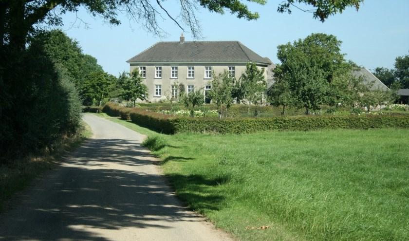 Boerderij De Eek aan de Eekstraak in Steenderen is een karakteristieke IJsselhoeve en omgebouwd tot groepsaccommodatie. (foto: Kees Meijer)